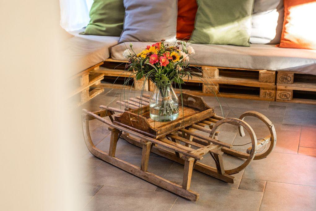 fleurs sur table basse