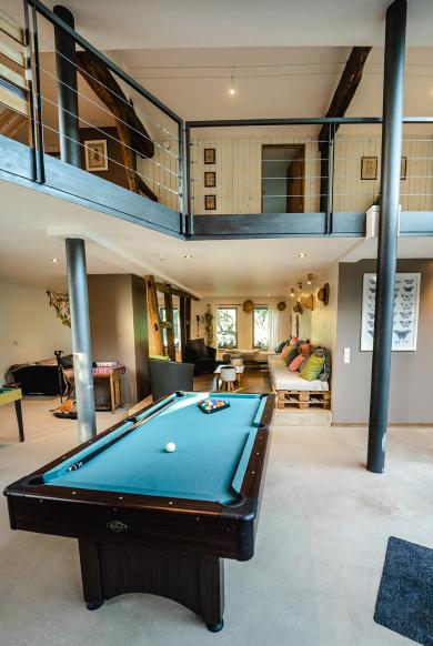 Foto van een biljarttafel in de woonkamer